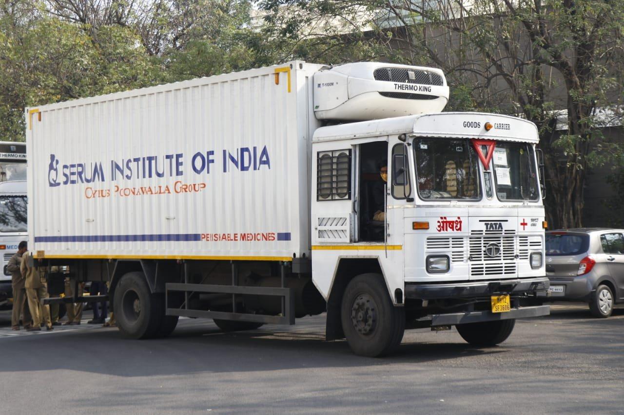 Primer lote de vacunas del mecanismo COVAX partió este martes desde la India