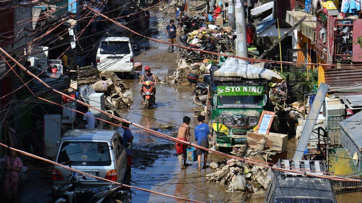 Suman 14 muertos por tifón en Filiipinas