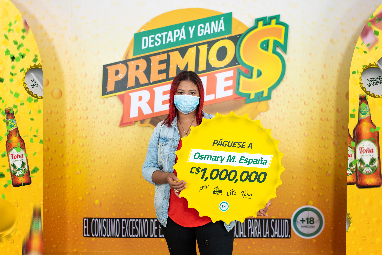 """Grupo Compañía Cervecera de Nicaragua premia a Ganadora de promoción """"Premios Reales"""""""