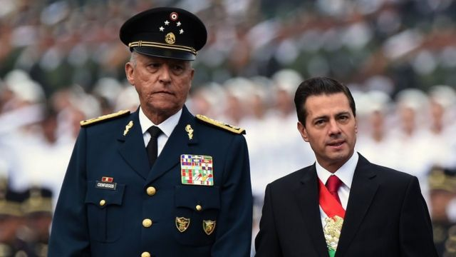 Exsecretario mexicano de Defensa enfrenta cinco cargos por narcotráfico