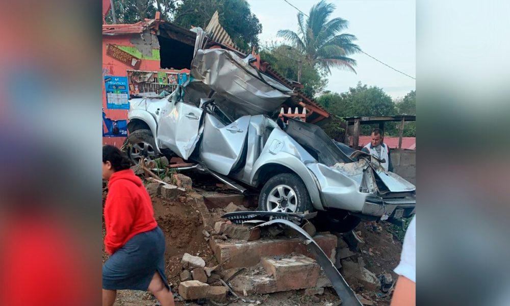 Universitarios pierden la vida en carretera al balneario La Boquita