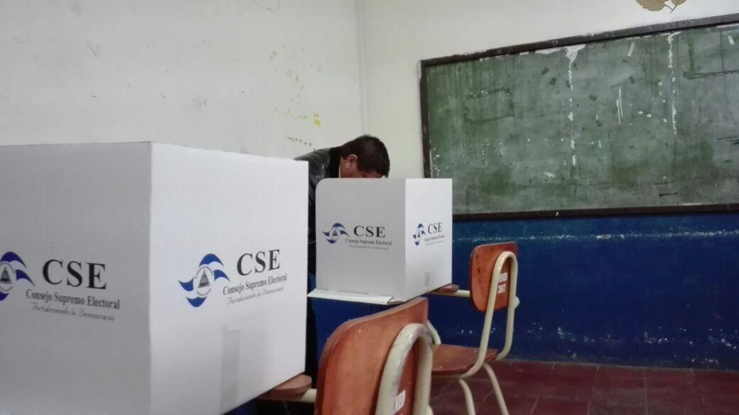Resolución del CSE no resuelve el problema de fondo, dice Juan Sebastián Chamorro